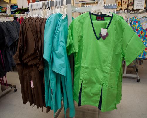 b_lodge-scrubs_green_brown